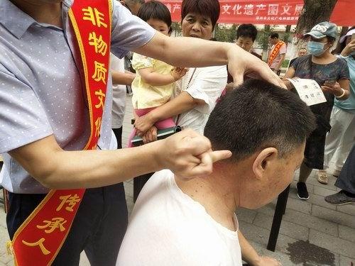 五绝指针疗法亮相涿州非遗展现场为市民义诊