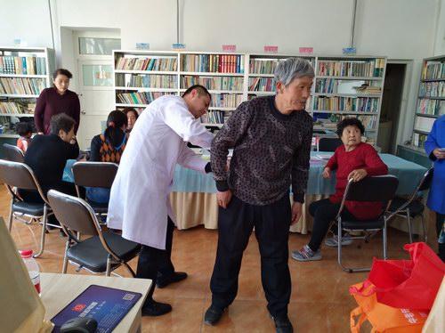 五绝指针技术与中铁建工集团医院走进社区开展义诊活动